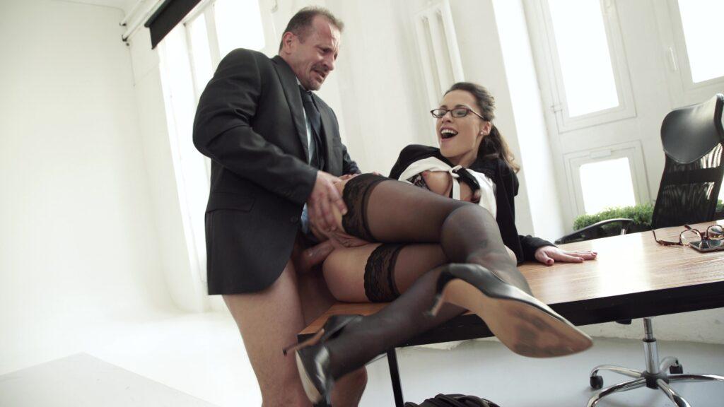 brzi kancelarijski sex