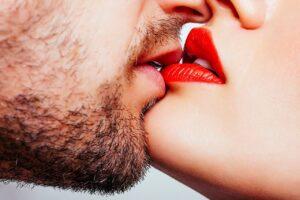 nežan poljubac